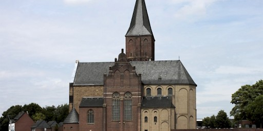 St.Martini in Emmerich met Romaans koor is gesticht door St. Willibrord.